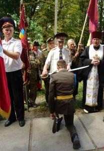 Біля пам'ятника гетьману І.Виговському в с.Шаповалівка всі присутні ліцеїсти прийняли посвяту в козаки.